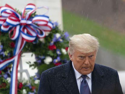 Donald Trump nesta quarta-feira no cemitério militar de Arlington (Virginia).
