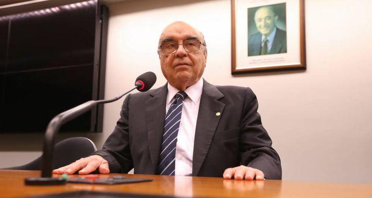 O decano da Câmara, Bonifácio Andrada.