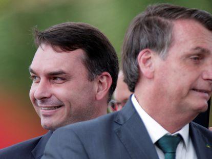 O senador Flávio e o presidente Jair Bolsonaro, em Brasília.
