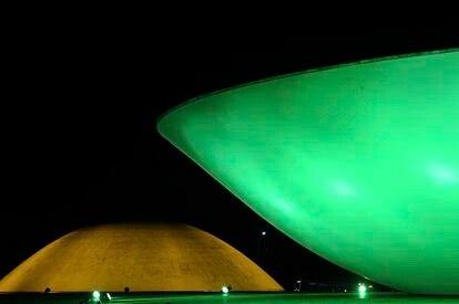Congresso Nacional iluminado de verde e amarelo para a Copa do Mundo