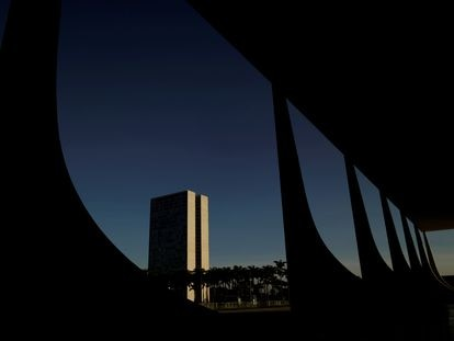 Prédio do Congresso Nacional visto do Supremo Tribunal Federal.