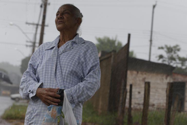 Maria Neide da Silva, cozinheira, diz não temer coronavírus em Anápolis.