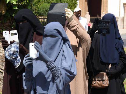 Mulheres trajando o niqab em Rabat (Marrocos), em maio de 2014.