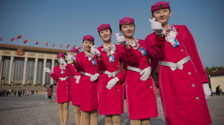 Recepcionistas chinesas na praça Tiananmen