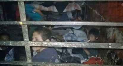 Um grupo de crianças em um dos dormitórios da instituição.