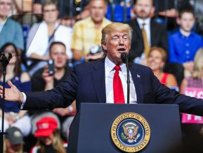 Num comício em Iowa, o presidente defende a presença de ricos no seu gabinete