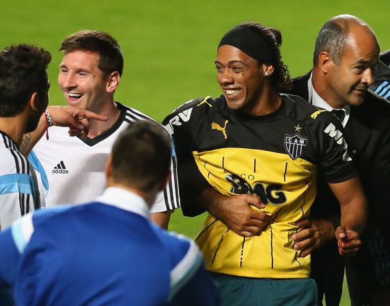 Messi e o sósia do Ronaldinho.