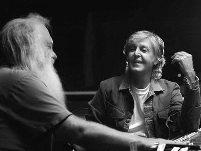 Imagem promocional da serie 'McCartney 3, 2, 1'.