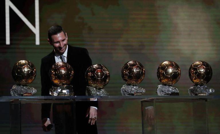 Messi, na festa de Paris, com suas seis Bolas de Ouro.