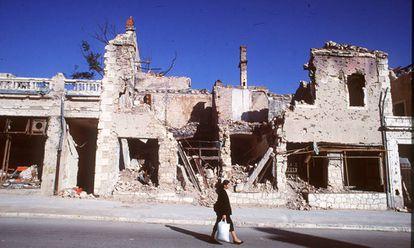 Mostar, uma das cidades bósnias mais castigadas durante a Guerra dos Bálcãs, em uma imagem de outubro de 1994.