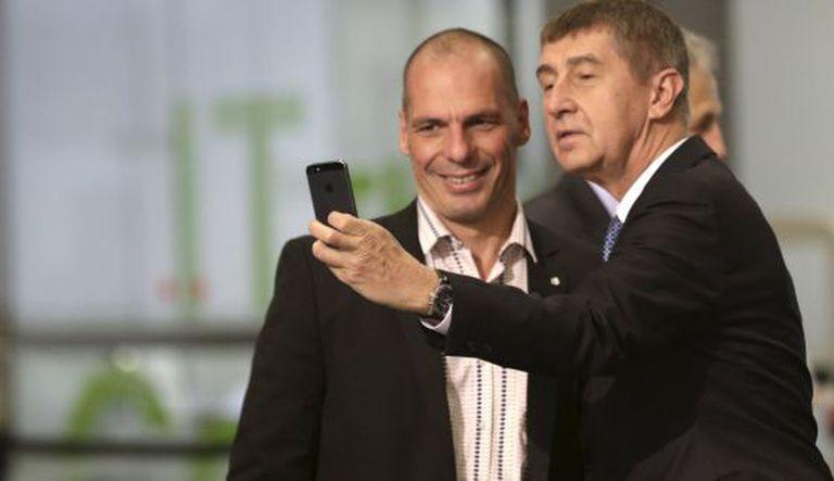 O ministro checo, Andrej Babis com Yanis Varoufakis.