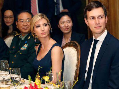 Ivanka Trump e Jared Kushner, à direita, durante o jantar oferecido pelo presidente Trump ao líder chinês.