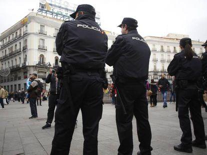 Vigilância na Puerta del Sol em um treinamento para o final do ano.