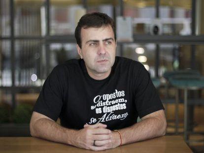 Marcelo Freixo retratado em um hotel de Madri.