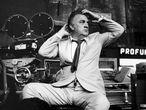 Federico Fellini, a principios de los setenta, en el rodaje de Roma, en los estudios de Cinecittà.