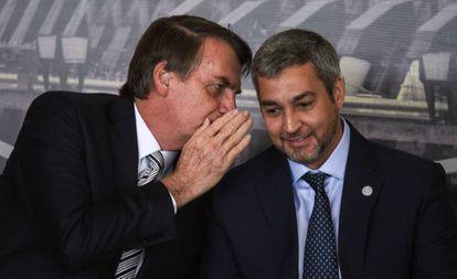 Os presidentes Jair Bolsonaro e o Mario Abdo Benitez, nesta terça.