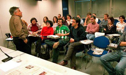 Bastenier durante uma aula na escola de jornalismo do EL PAÍS, em 2003.