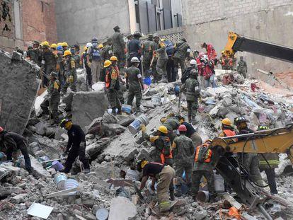 Equipes de resgate buscam vítimas
