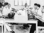 Barranquilla, Colômbia, 1953. Gabriel García Márquez (segundo pela direita) na redação do 'El Nacional'.