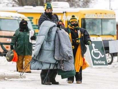 Torcedores do Packers de Green Bay (Wisconsin) preparam-se para uma partida a -15 graus.