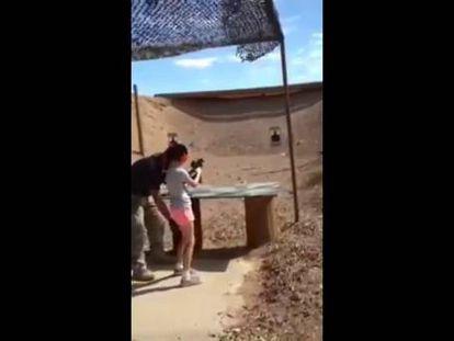 Uma garota matou acidentalmente seu instrutor de tiro com uma Uzi no Arizona