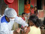 Una mujer recibe la vacuna de AstraZeneca/Oxford en Manacapuru, en el estado de Amazonas.