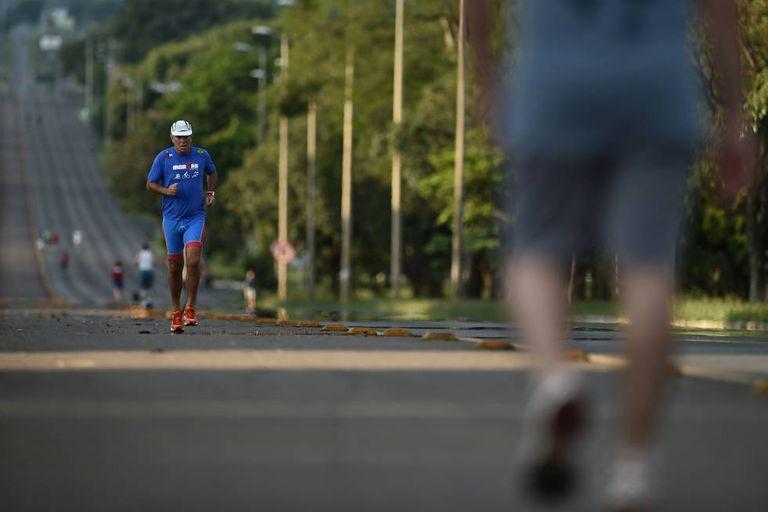 Medir os passos que damos pode ser uma boa maneira de controlar nosso exercício.