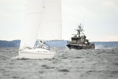 Navio-patrulha sueco no arquipélago de Estocolmo.