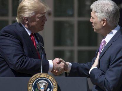 Trump com Gorsuch, o novo juiz conservador da Suprema Corte.
