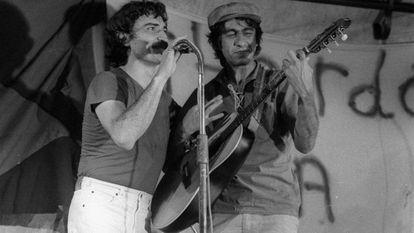 Belchior e Fagner cantam juntos em uma apresentação, nos anos setenta.
