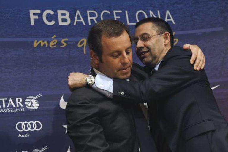 Josep Maria Bartomeu abraça a Sandro Rosell