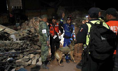Labores de resgate depois do sismo em Juchitán, ao sul de México.