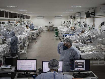 Um hospital de campanha em Manaus.