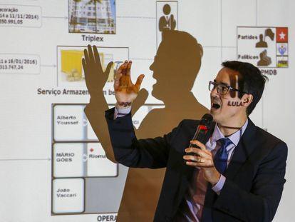 Deltan Dallagnol durante apresentação em Curitiba.