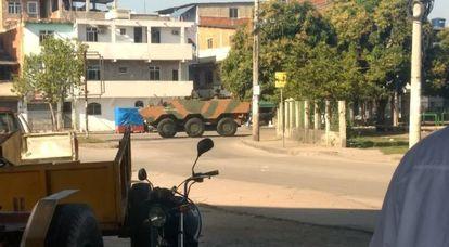 Blindados do Exército entram na Maré, nesta quarta.