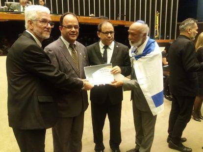 Líder religioso, Amilton Gomes, foi homenageado no Congresso e participou de criação de Frente Parlamentar.