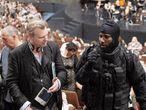 Christopher Nolan con el actor John David Washington en el rodaje de 'Tenet'.