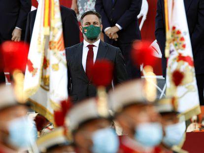 O líder do Vox, Santiago Abascal, assiste ao desfile militar de 12 de outubro no Passeio de La Castellana, em Madri, durante o Dia da Festa Nacional espanhola.