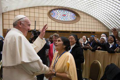 O Papa em sua reunião com as madres superioras.