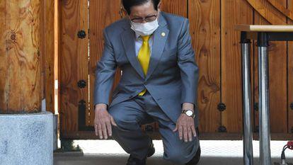 Lee Man-hee, fundador da Igreja do Jesus Shincheonji, durante um ato religioso em Gapyeong (Coreia do Sul) em 2 de março.