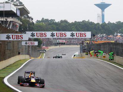 Vettel lidera a prova em Interlagos.