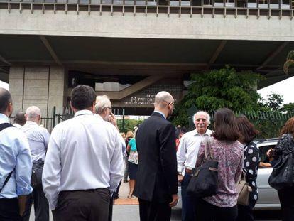 Funcionários do Tribunal de Contas do Município de São Paulo tiveram de evacuar o prédio