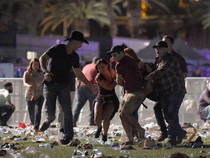 Vítimas tentam fugir de tiros no show em Las Vegas.