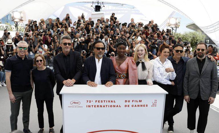 Da esquerda para a direita, os membros do júri do festival: Robin Campillo, Kelly Reichardt, Pawel Pawlikowski, Alejandro González Iñárritu, Maimouna N'Diaye, Elle Fanning, Alice Rohrwacher, Enki Bilal e Yorgos Lanthimos.