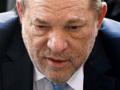 O produtor Harvey Weinstein chega ao tribunal que o condenou em Nova York, em 24 de fevereiro.