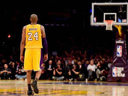 Kobe Bryant no dia em que se retirou das quadras em 2016.
