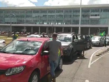 Carreata se concentra em frente ao Palácio Iguaçu, sede do governo do Paraná.