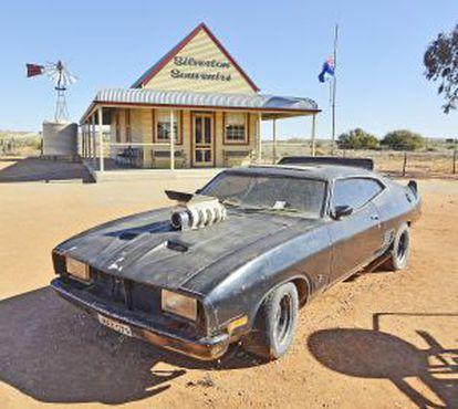 Carro usado na rodagem de 'Mad Max 2', no povoado de Silvertone. (Austrália).