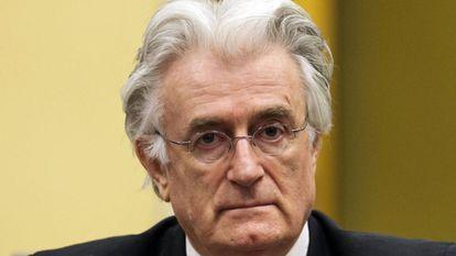 Radovan Karadzic durante seu julgamento no Tribunal Penal Internacional para a Antiga Iugoslávia, em Haia; ex-líder servo-bósnio foi condenado a 40 anos de prisão por crimes contra a humanidade. / MICHAEL KOOREN (REUTERS)