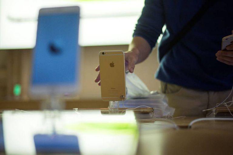 Um iPhone 6 no dia de lançamento.
